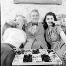 Marilyn Monroe with Clifton Webb and Laurette Luez - 454 x 454