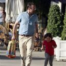 Jason Lee And Daughter Casper Shopping At American Rag - 454 x 564