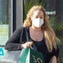 Elizabeth Berkley – Buy lunch to-go from Sweet Green in Los Angeles - 454 x 681