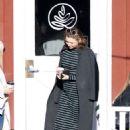 Miranda Kerr – Grabs coffee with a friend in Brentwood - 454 x 681