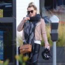 Hilary Duff stops by a gym for a workout in Studio City, California on January 24, 2017 - 413 x 600