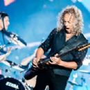 Kirk Hammett of the band Metallica performs live on stage at Autodromo de Interlagos on March 25, 2017 in Sao Paulo, Brazil - 454 x 303