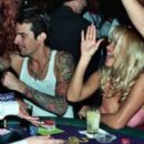 Pamela Anderson and Tommy Lee - 261 x 346