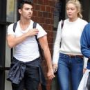 Joe Jonas and Gigi Hadid - 454 x 698