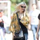 Ashlee Simpson – Shopping candids at Urban Outfitters in Los Angeles - 454 x 860