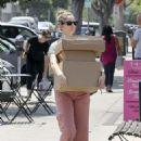 Judy Greer – Leaving the post office in Los Angeles - 454 x 642