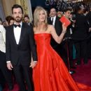 Justin Theroux and Jennifer Aniston At The 85th Annual Academy Awards (2013) - 425 x 594