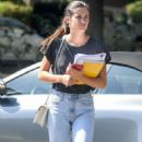 Sara Sampaio – Attends an acting class in LA - 454 x 807