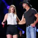 Tim McGraw and Taylor Swift - 454 x 609