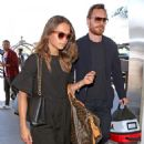Alicia Vikander and Michael Fassbender – Catch a Flight Out of LAX 07/25/2017 - 454 x 542