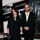 Elizabeth Cohen and Paul Giamatti - 392 x 594