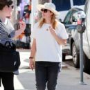 Drew Barrymore Shopping At Farmers Market In Studio City