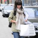 Jennifer Love Hewitt Out Shopping In Beverly Hills, July 27, 2010
