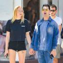 Sophie Turner and Joe Jonas share a kiss in New York City - 454 x 744