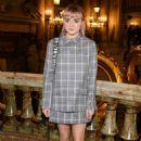 Maisie Williams – Stella McCartney Fashion Show in Paris 03/04/2019 - 454 x 681