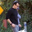 Jennifer Aniston & Justin Theroux: Thanksgiving Dog Duty