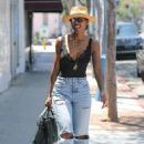 Kelly Rowland in Ripped Jeans – Shopping in Beverly Hills
