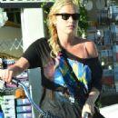 Kesha At Abbot Kinney Boulevard In Venice