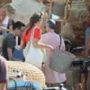 Charlotte Casiraghi – Shopping on the market in Cap-Ferret - 454 x 315