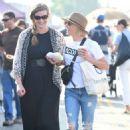 Julie Bowen at farmers market in Los Angeles - 454 x 684