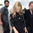 Kate Moss – Arrives at Hyde Park for Barbara Streisand's performance in London - 454 x 603