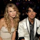 Joseph Jonas and Taylor Swift - 454 x 337