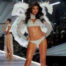 2018 Victoria's Secret Fashion Show in New York - Runway - 400 x 600