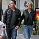 Anna Faris and Michael Barrett – Christmas shopping in Los Angeles - 454 x 681