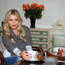 Linda Bartosova - 454 x 302