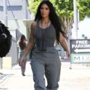Kim Kardashian – Arriving at an art studio in Los Angeles