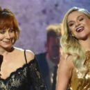 Reba McEntire Joins Kelsea Ballerini for 'Legends' Performance at CMA Awards 2017 (Video)