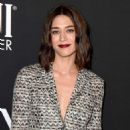 Lizzy Caplan – 2018 InStyle Awards in Los Angeles - 454 x 639