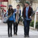Selena Gomez with girlfriends in Beverly Hills, Ca January 24th,2013 - 454 x 403