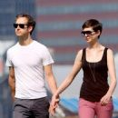 Anne Hathaway and fiance Adam Shulman walking Esmeralda in Brooklyn, NY (August 25) - 454 x 560