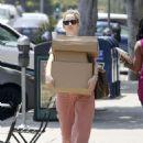 Judy Greer – Leaving the post office in Los Angeles - 454 x 643