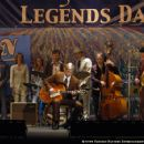 Hank Garland (Waylon Payne) plays the Legends of Nashville in Crazy - 2006 - 454 x 301