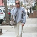 Karlie Kloss is spotted out and about in New York City, New York on January 20, 2017 - 401 x 600
