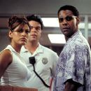 Eva Mendes and Denzel Washington in MGM's Out Of Time - 2003