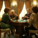 Kristin Scott Thomas as Lynn Lockner, Lauren Bacall as Natalie, Woody Harrelson as Carter and Lily Tomlin as Abigail playing cards in The Walker.