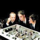 Filmmakers Mark Achbar, Joel Bakan and Jennifer Abbott analyze the inner workings of the modern business corporation. - 454 x 842