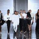 Balmain: Runway - Paris Fashion Week Womenswear Spring/Summer 2019 - 454 x 303