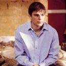 Josh Hartnett as Matthew in Wicker Park - 2004