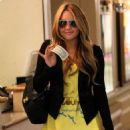Amanda Bynes Pays For Her Valet Parking After Shopping In Hollywood, 2009-03-05