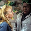 Rebecca De Mornay and Ernie Hudson - The Hand That Rocks the Cradle - 454 x 282