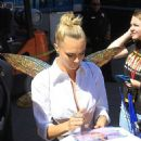 Cara Delevingne – Greets Fans at Comic Con San Diego 2019