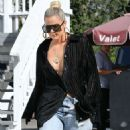 Khloe Kardashian – Out for lunch at Stanley's in Sherman Oaks