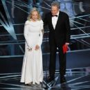 Faye Dunaway and Warren Beatty At The 89th Annual Academy Awards (2017) - 454 x 340
