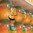 Barry B. Benson (JERRY SEINFELD) is shocked to find his kind's most precious commodity—honey—for sale on the supermarket shelves in DreamWorks' BEE MOVIE, to be released by Paramount Pictures in November 2007. Photo Credit: DreamWo