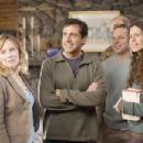 Left to right: AMY RYAN, STEVE CARELL, FRANK WOOD, NORBERT LEO BUTZ, JESSICA HECHT in DAN IN REAL LIFE © Touchstone Pictures. All Rights Reserved. Photo credit: Merie W. Wallace, SMPSP