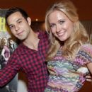 Anna Camp and Skylar Astin - 433 x 552